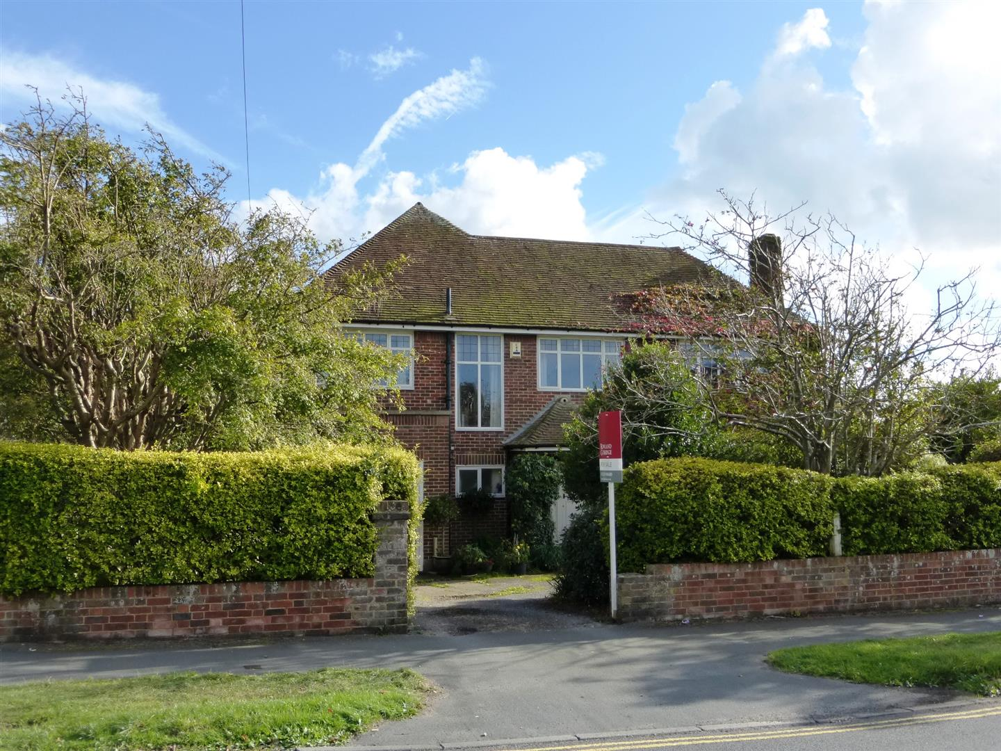 http://rowlandgorringe.co.uk/property-details/?veb